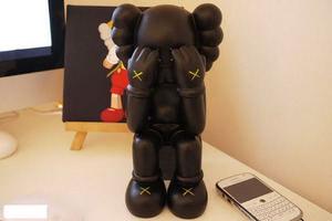 kaws-passing-through-scuipture-front.jpg